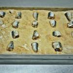 Coca de harina con sardinas frescas